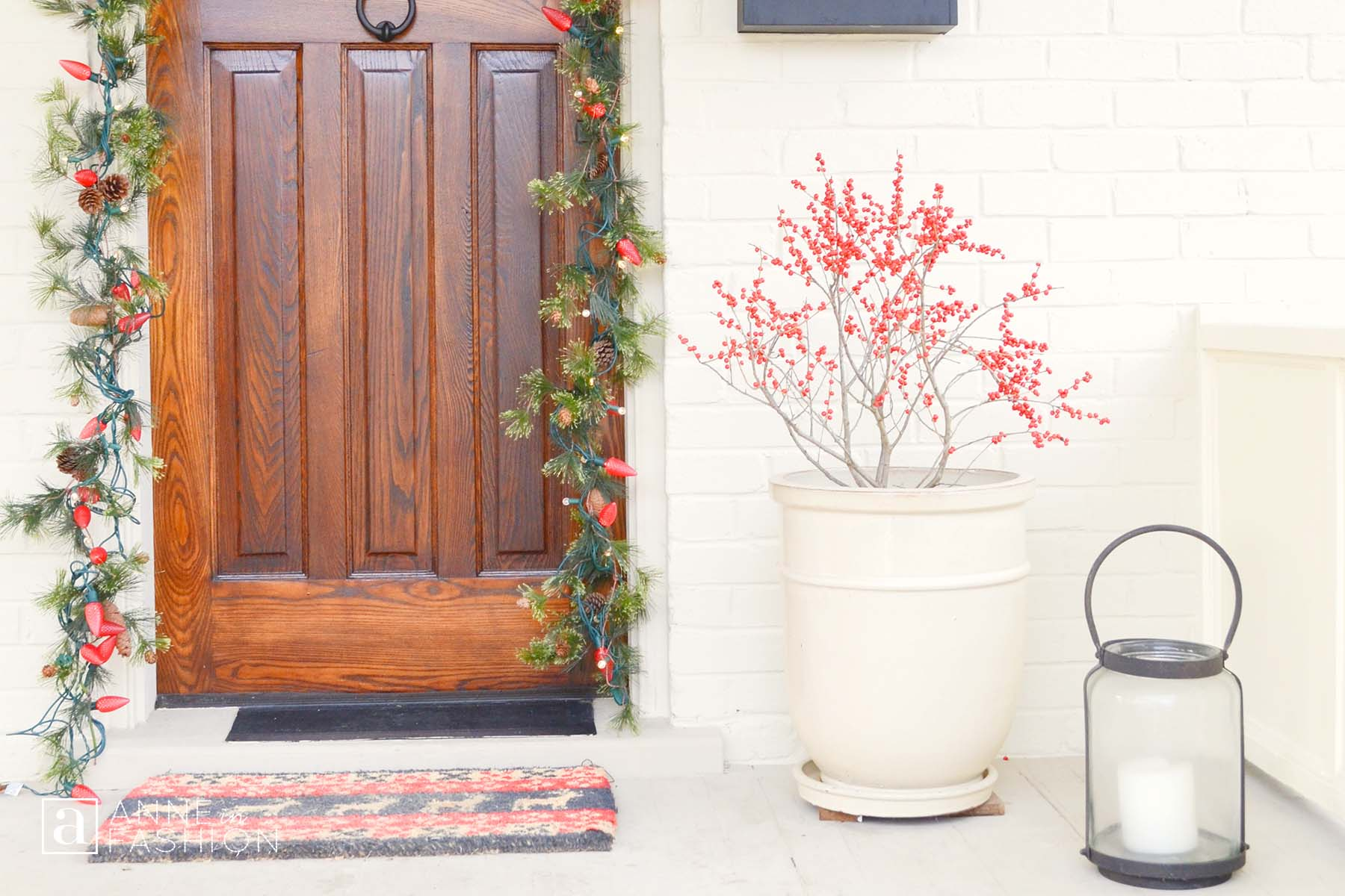 Winterberry inspired outdoor holiday d cor anne in fashion for Outdoor seasonal decorations