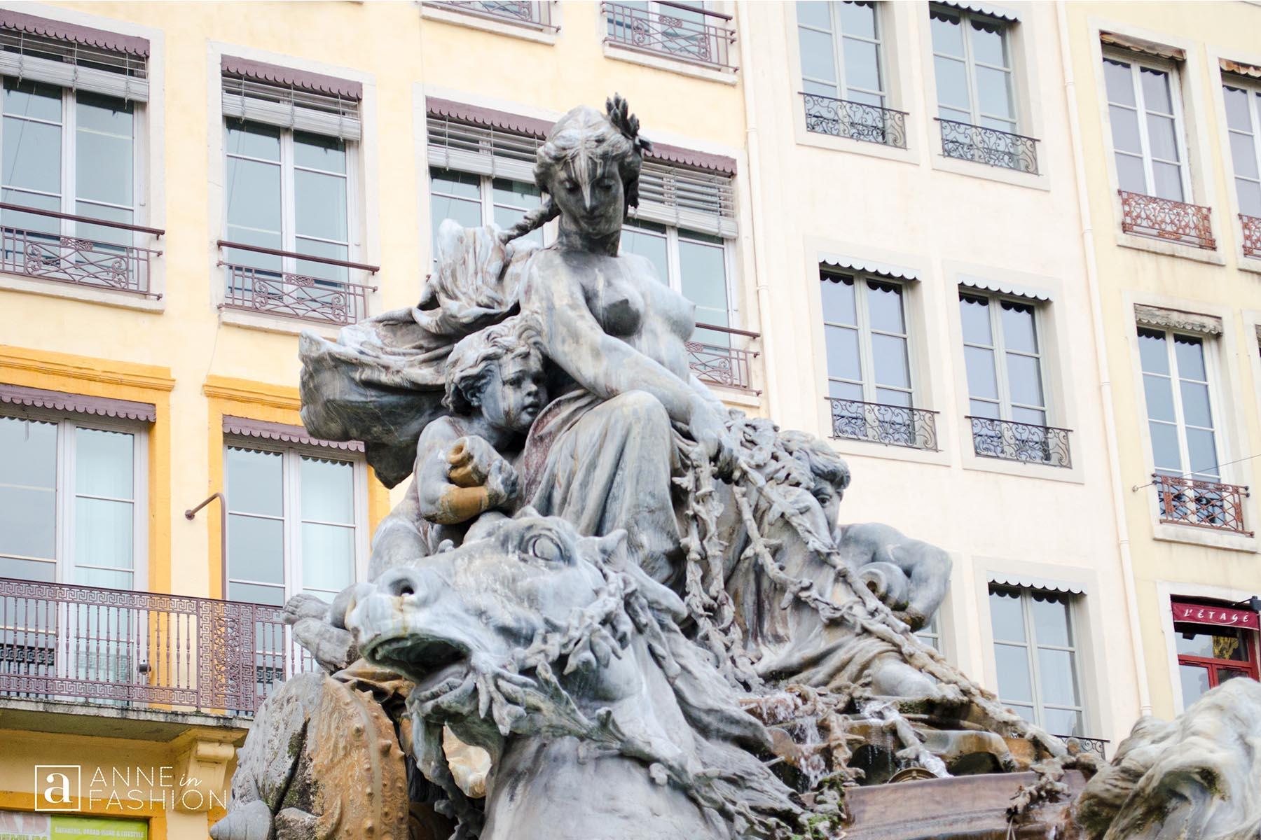 La Place des Terreaux Fontaine Bartholdi